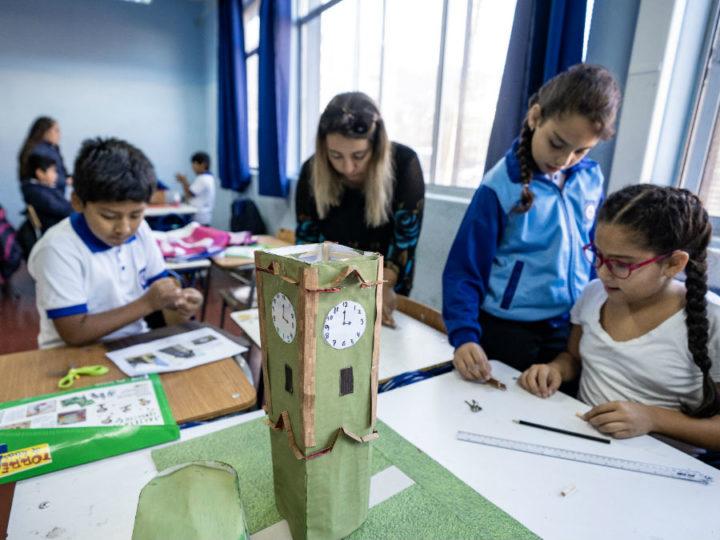 Aplican innovador modelo de educación artística en salas de clases