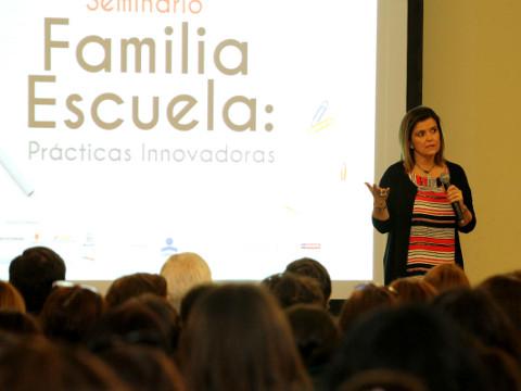 """Con gran éxito se desarrolló seminario """"Familia- Escuela: Prácticas Innovadoras"""" con intervención de Pilar Sordo"""