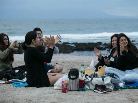 Antofagastinos recuperaron la tradición de tomar té en la playa