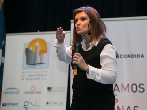 Pilar Sordo enseñó a los padres cómo estimular a sus niños