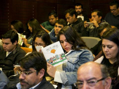 """""""Hazte Cargo"""" el nuevo libro de emprendimiento social que inspira a jóvenes antofagastinos"""