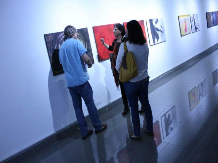 Elizabeth González presenta obra inspirada en el Trópico de Capricornio
